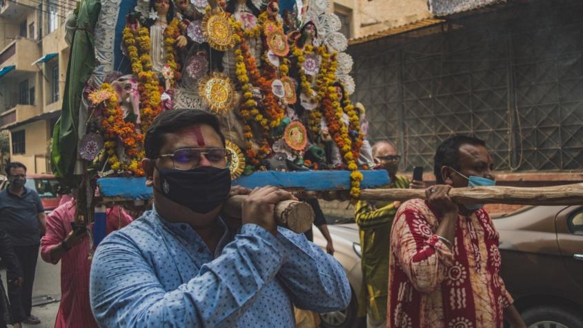 India are milioane de cazuri de COVID-19, dar de ce rata sa de deces este scăzută?