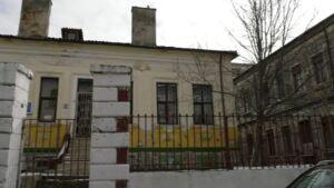 Școli şi grădiniţe funcţionează în clădiri cu risc seismic