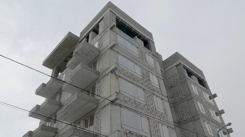 Lucrările au fost sistate la un bloc din Mamaia-Sat