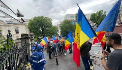 """AUR şi Partidul """"Dosta Je Bilo"""" din Serbia vor colabora pentru susţinerea minorităţilor română şi sârbă"""