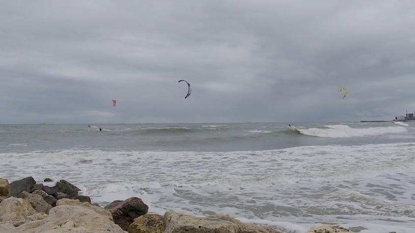 Apariția ciclonului, ocazia perfectă pentru… kite