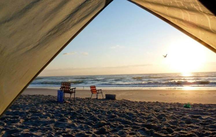 Cu cortul în vacanță, la mare