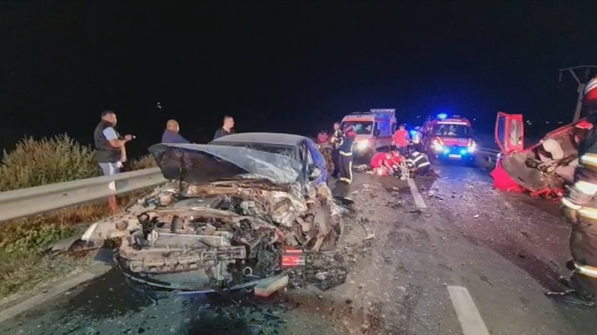 O mamă și fiul ei și-au pierdut viața într-un accident rutier